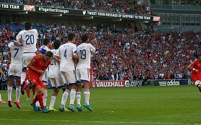 Wales's midfielder Gareth Bale (R) takes an unsuccessful freekick during the Euro 2016 qualifying group B football match between Wales and Israel at Cardiff City Stadium in Cardiff, south Wales, on September 6, 2015. (AFP/ GEOFF CADDICK)