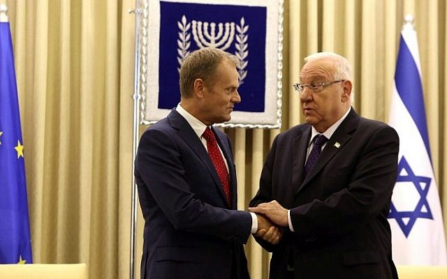 President Reuven Rivlin shakes hands with President of the European Council, Donald Tusk, following their meeting at the presidential residence in Jerusalem on September 8, 2015. (AFP/GALI TIBBON)