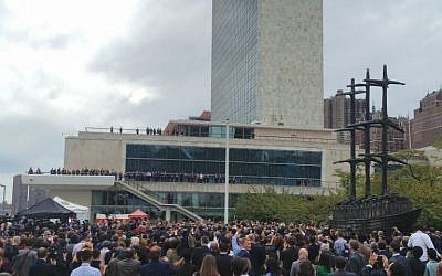 The Palestinian flag is about to be raised outside UN Headquarters in New York during the 70th session of the UN General Assembly on September 30, 2015 (Raphael Ahren)