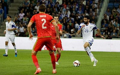 Omri Ben Harush from the Israeli team fights for the ball during the Euro 2016 qualifying football match between Israel and Wales at the Sammy Ofer Stadium in Haifa, on March 28, 2015. (Flash90)