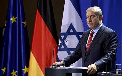 Prime Minister Benjamin Netanyahu attends a joint press conference with the German chancellor at the chancellery in Berlin on October 21, 2015 (AFP PHOTO/TOBIAS SCHWARZ)
