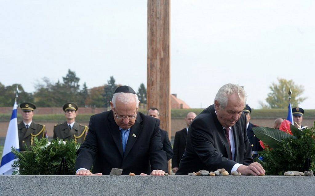 File: Czech President Milos Zeman, right, and his Israeli counterpart Reuven Rivlin put stones on the memorial during a remembrance ceremony for the victims at the former Nazi concentration camp of Terezin, October 22, 2015. (AFP/Michal Cizek)