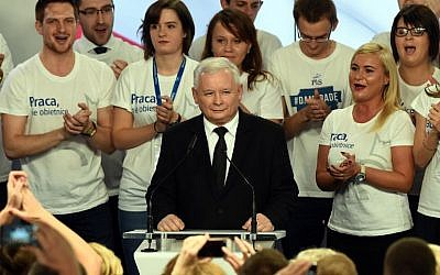 Jaroslaw Kaczynski, leader of the conservative opposition Law and Justice (PiS) speaks at the party's headquarters in Warsaw after exit poll results are announced on October 25, 2015. (AFP/Janek Skarzynski)