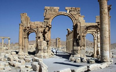 A file picture taken on June 19, 2010 shows the Arch of Triumph among the Roman ruins of Palmyra, 220 kms northeast of the Syrian capital Damascus. (AFP PHOTO / FILES)