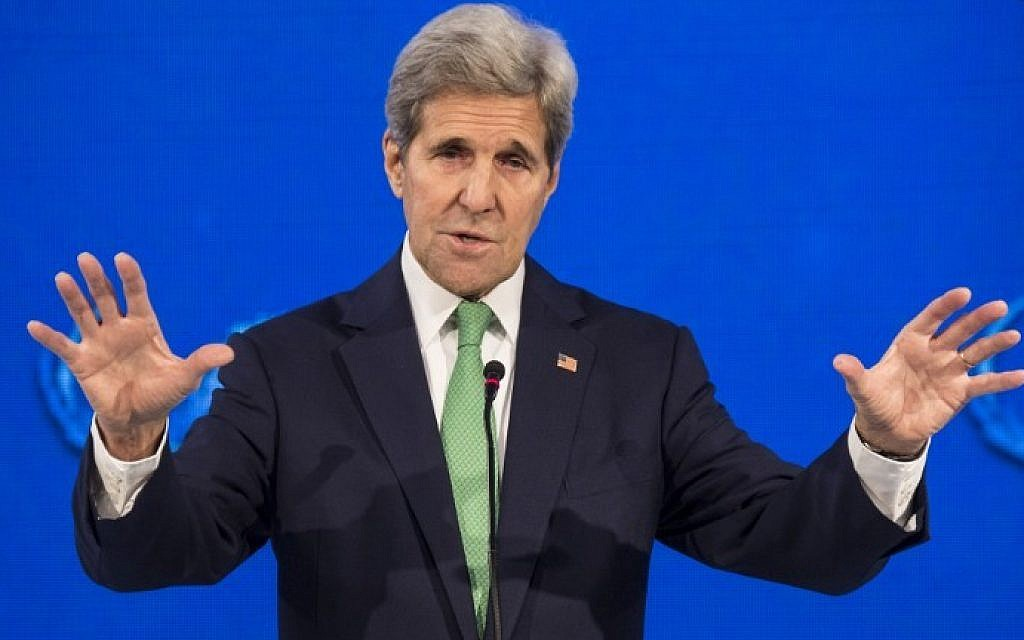 """US Secretary of State John Kerry delivers a speech at the """"Our Ocean"""" meeting in Vina del Mar, Chile, October 5, 2015. (AFP/MARTIN BERNETTI)"""