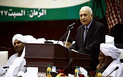 Arab League Secretary-General Nabil Elaraby speaking in the Sudanese capital Khartoum on October 10, 2015. (Photo AFP Photo / Ashraf Shazly)