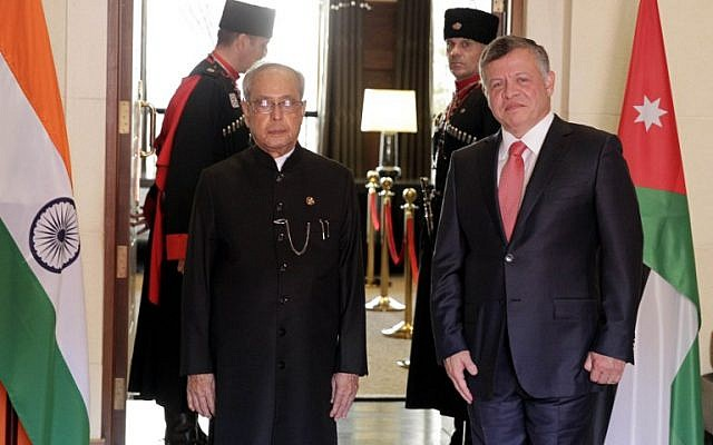 Indian President Pranab Mukherjee meets with Jordan King Abdullah II on October 10, 2015 in the capital Amman ahead of his planned trip to Israel. (Photo by AFP Photo / Khalil Mazraawi)