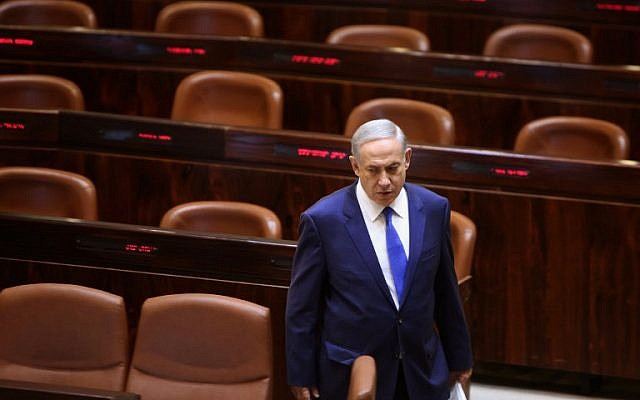 Prime Minister Benjamin Netanyahu walks to his seat before delivering a speech at the Knesset on October 12, 2015, in Jerusalem (AFP PHOTO/GALI TIBBON)