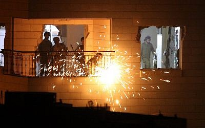 Israeli soldiers dismantling the home of Maher al-Hashlamoun in Hebron on October 20,2015. (AFP/HAZEM BADER)