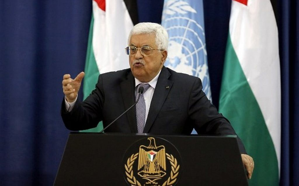 Palestinian Authority President Mahmoud Abbas holds a press conference with United Nations chief Ban Ki-moon following a meeting at the Muqata presidential compound in the West Bank city of Ramallah, on October 21, 2015. (AFP/Abbas Momani)