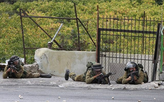 Israeli soldiers during clashes following Friday prayers on October 23, 2015, in the West Bank town of Hebron.  (AFP/HAZEM BADER)