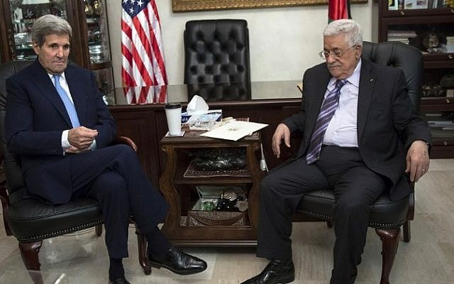 US Secretary of State John Kerry meets with PA President Mahmoud Abbas in Amman on October 24, 2015. (AFP/ POOL/CARLO ALLEGRI)