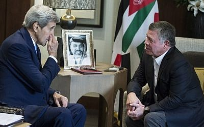 US Secretary of State John Kerry (L) holds a meeting with Jordan's King Abdullah II at the Royal Palace in the Jordanian capital, Amman on October 24, 2015. (AFP Photo/Pool/Carlo Allegri)