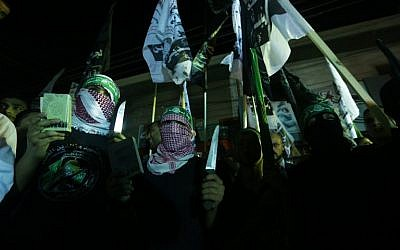 Hamas supporters gather at a rally in Gaza City on October 5, 2015 while Israeli security forces clash with Palestinians in Jerusalem and the West Bank as a deadly cycle violence continues. (AFP PHOTO/MAHMUD HAMS)