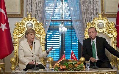 German Chancellor Angela Merkel (left) and Turkish President Recep Tayyip Erdogan during their meeting in Istanbul, Turkey, on October 18, 2015. (AFP/Tolgas Bozoglu/Pool)