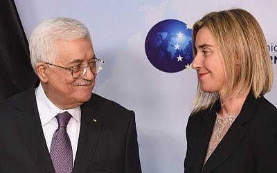 EU Foreign policy chief Federica Mogherini (R) and Palestinian Authority President Mahmoud Abbas smile during a joint press conference at the European Union External Action headquarters in Brussels on October 26, 2015.  (AFP PHOTO / EMMANUEL DUNAND)