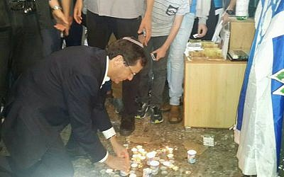 Opposition leader Isaac Herzog lights a candle in the site where Nehemia Lavi and Aharon Banita were stabbed to death in the Old City on October 3, 2015. Herzog toured the Old City of Jerusalem on Thursday, October 8, 2015. (Isaac Herzog's Facebook page)