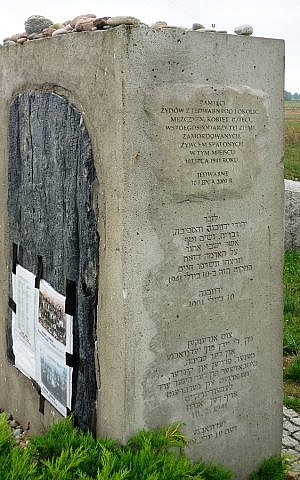 Memorial in Jedwabne, dedicated to murdered Jews: 'In remembrance of the Jews from Jedwabne and surrounding areas, men, women, children, co-habitants of this earth, murdered, burned alive here on July 10, 1941.' (Fczarnowski, CC-BY-SA, via wikipedia)