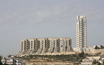The Holyland housing complex in Jerusalem. (CC BY-SA 3.0 Adiel Lo/Wikipedia)