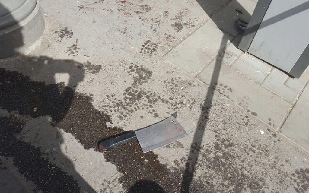 Knife used by the attacker on Malkei Yisrael street in Jerusalem on Oct. 13, 2015. One man died, another was injured in the attack. (Israel Police)