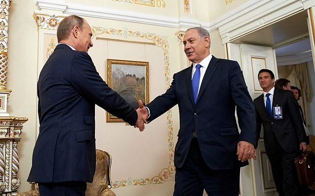 Russian President Vladimir Putin, left, greeting Israeli Prime Minister Benjamin Netanyahu in Moscow, September 21, 2015. (Israeli Embassy in Russia/Flash90/via JTA)