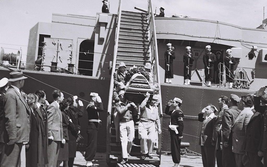 Hannah Senesh's coffin is lowered from the ship which carried her remains back to Israel. (Courtesy Doron Bar)