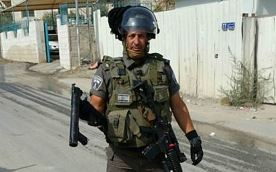 Doron Horowitz in his border police uniform, October 2015. What makes a 50-year-old Canadian leave everything to voluntarily patrol the chaotic streets of East Jerusalem? (courtesy)