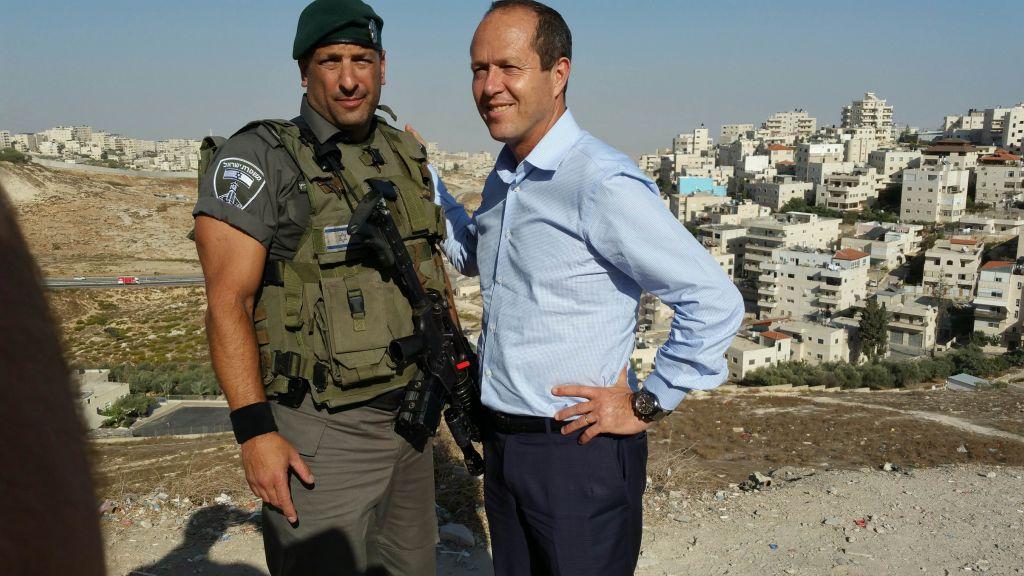 50-year-old Canadian Israel border police volunteer Doron Horowitz with Jerusalem Mayor Nir Barkat, October 2015. (courtesy)
