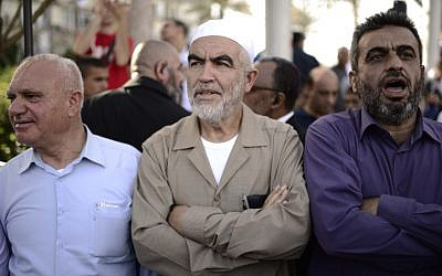 Islamic Movement leader Raed Salah (center) takes part in a rally in Tel Aviv's Rabin Square on April 28, 2015. (Tomer Neuberg/Flash90)