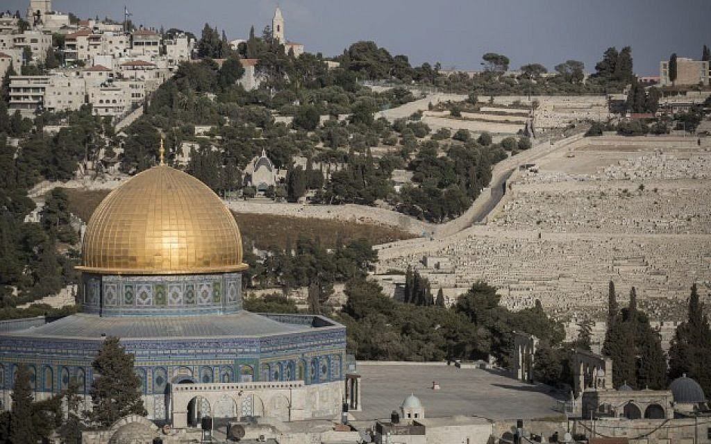 View of the Dome of the Rock on the Temple Mount in the Old City of Jerusalem, September 29, 2015 (Hadas Parush/Flash90)