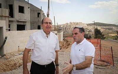 Defense Minister Moshe Ya'alon (left), with Efrat Mayor Oded Ravivi (right) in the Etzion Bloc settlement on September 30, 2015 (Gershon Elinson/Flash90)