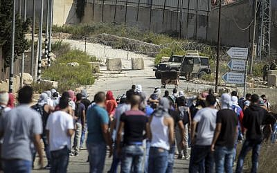 Palestinian demontrators clash with police following a demonstration in the West Bank city of Ramallah, Monday, Oct. 5, 2015. (Flash90)