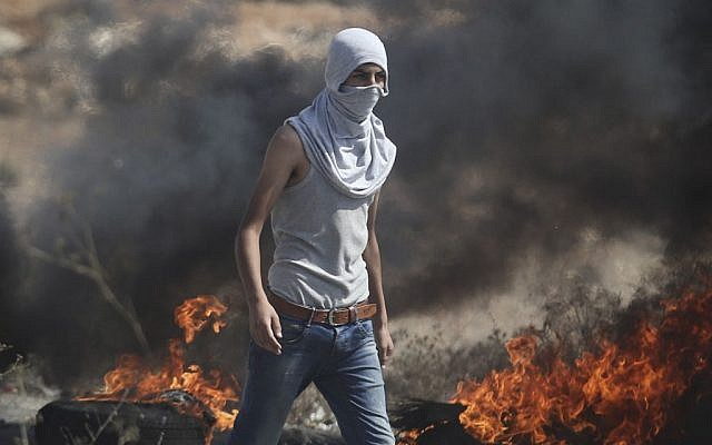 Palestinian demonstrators at a protest in the West Bank city of Ramallah, Monday, Oct. 5, 2015. (Photo by Flash90)