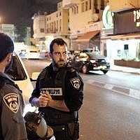 FILE: Police officers in the streets of Jaffa, October 6, 2015. (Tomer Neuberg/Flash90)