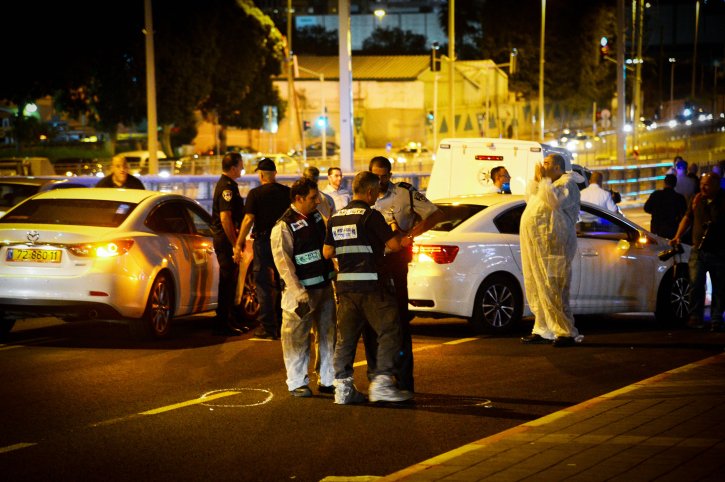 Israeli security seen at the site where a Palestinian man stabbed, moderately injuring a 25-year old man, outside a shopping mall in the Israeli city of Petah Tikva, on October 07, 2015. (Flash90)