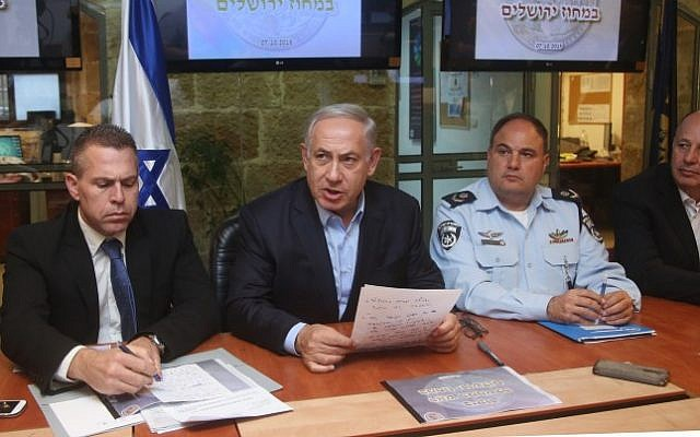 Prime Minister Benjamin Netanyahu, Minister of Public Security Gilad Erdan, Interim police chief Benzi Sau, and Chairman of the Knesset Foreign Affairs and Defense Committee Tzachi haNegbi are seen at a press conference in Jerusalem on October 07, 2015. (Marc Israel Sellem/POOL /Flash90)