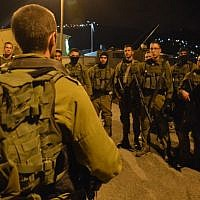 Soldiers of the Givati brigade prepare for a late night mission in the West Bank city of Nablus on October 7, 2015. (IDF Spokesperson/FLASH90)