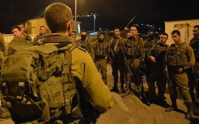 Israeli soldiers of the Givati brigade prepare for a late night mission in the West Bank city of Nablus on October 7, 2015. (IDF Spokesperson/FLASH90)