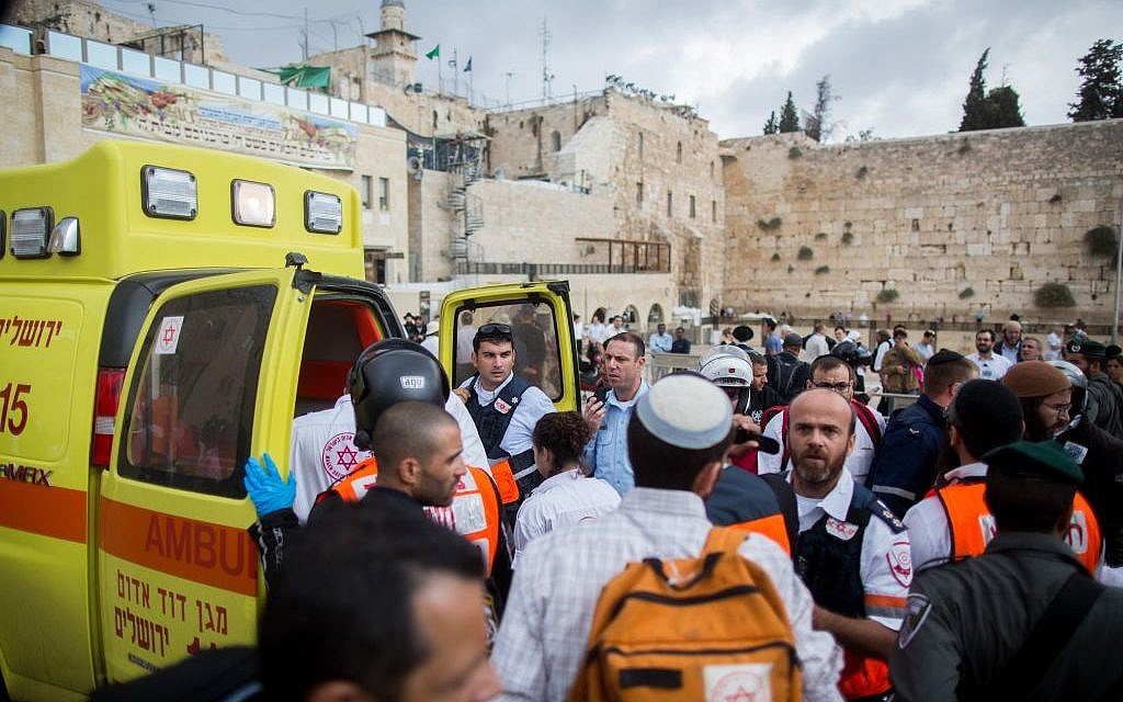 Ambulances at the Western Wall following a terror attack where a Palestinian woman stabbed an Israeli man near Lions' Gate of Jerusalem's Old City on October 07, 2015. (Yonatan Sindel/Flash90)