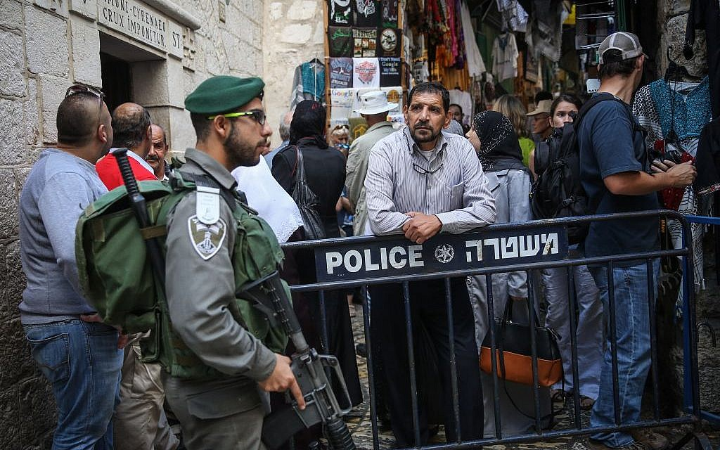 Police block Palestinians from entering the Via Dolorosa street in the Muslim Quarter in Jerusalem's Old City on October 8, 2015. (Hadas Parush/Flash90)
