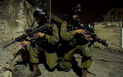 Illustration. Soldiers of the Etzion Regional Brigade during an operation in the West Bank on October 7, 2015. (IDF)