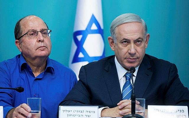 Prime Minister Benjamin Netanyahu (R) seen with Defense Minister Moshe Ya'alon during a press conference at the Prime Minister's Office in Jerusalem on October 8, 2015. (Yonatan Sindel/Flash90)