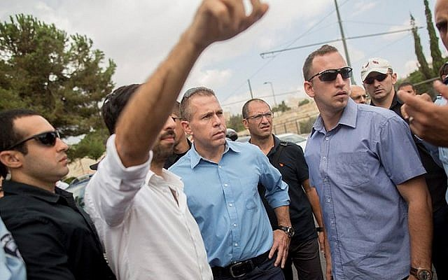 Public Security Minister Gilad Erdan (center) seen at the site where a Jewish teenager was lightly injured when he was stabbed by a Palestinian in Jerusalem on October 9, 2015. (Yonatan Sindel/Flash90)