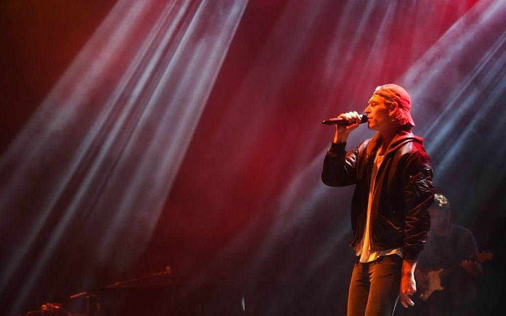Matisyahu, Jewish-American reggae rapper and alternative rock musician performs at the Sultan Pool in Jerusalem on October 10, 2015. (Flash90)