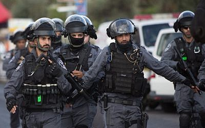 Israeli police at the scene where a stabbing attack took place in Damascus Gate in the Old City of Jerusalem on October 10, 2015, (Yonatan Sindel/Flash90)