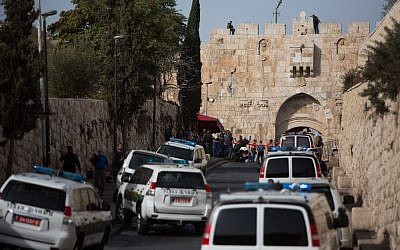 Israeli police at the scene of attempted stabbing of a police officer outside Lions' Gate in the Old City of Jerusalem on October 12, 2015. (Yonatan Sindel/Flash90)