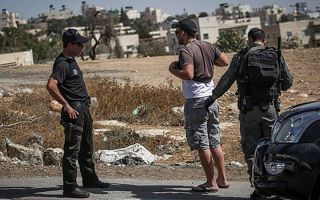 Israeli Border Policemen check a Palestinian driver on his way out of the East Jerusalem neighborhood of Jabel Mukaber, on October 14, 2015. (Hadas Parush/Flash90)