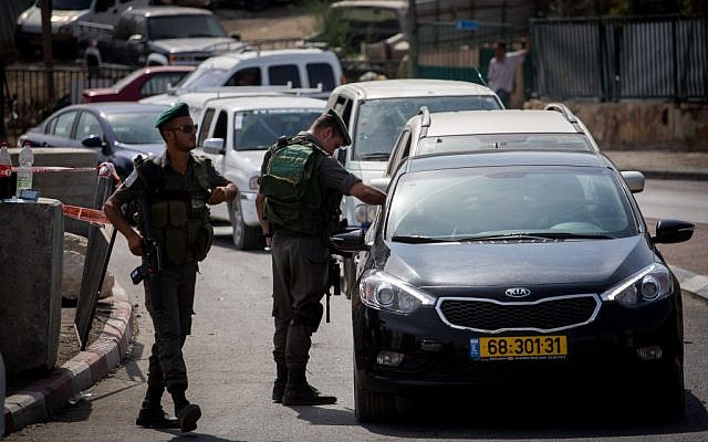 Israeli Border Police set up a checkpoint at the exit of the East Jerusalem neighborhood of Tzur Baher, bordering Armon Hanatziv, checking every Palestinian wanting to pass, on Friday, October 16, 2015. (Hadas Parush/Flash90)