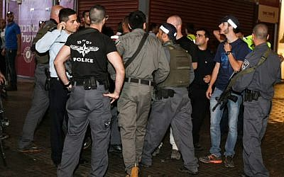 Security forces at the scene of shooting and stabbing attack at the Central Bus Station in the southern city of Beersheba, on October 18, 2015. (Meir Even Haim/Flash90)