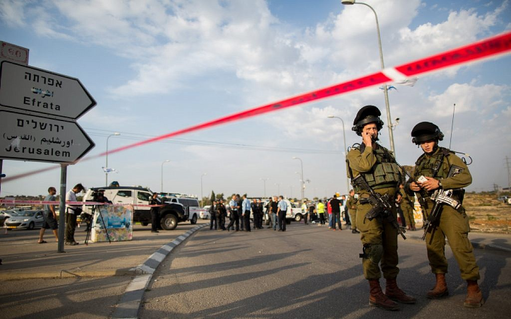Palestinian rushes soldiers at West Bank checkpoint, is shot